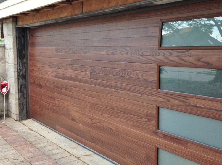 https://www.custombuilderspro.com/wp-content/uploads/2019/11/Garage-Door-Installation-Los-Angeles_9-750x560.png